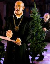 Kenn Sabberton as Malvolio and Louis Butelli, behind tree, as Feste